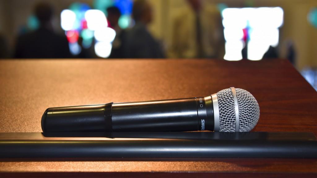 microphone-1454779675Zri